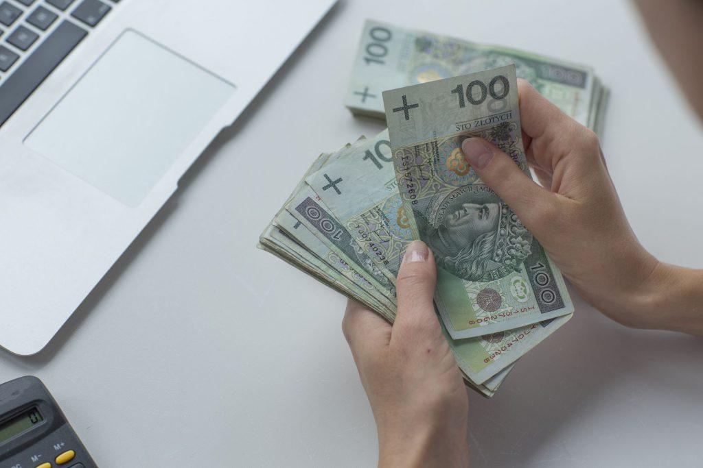 empréstimo ou financiamento